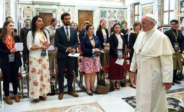 Papa Francisco invita a complementar la ciencia con la fe en estudio del Universo