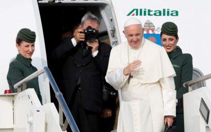 Papa Francisco llega a Ginebra para hablar de ecumenismo, paz y unidad