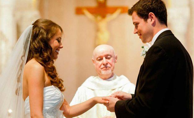 Obispo: El matrimonio es para toda la vida, así que elige sabiamente